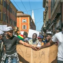 Rispettare i diritti dei richiedenti asilo ospitati a Modena