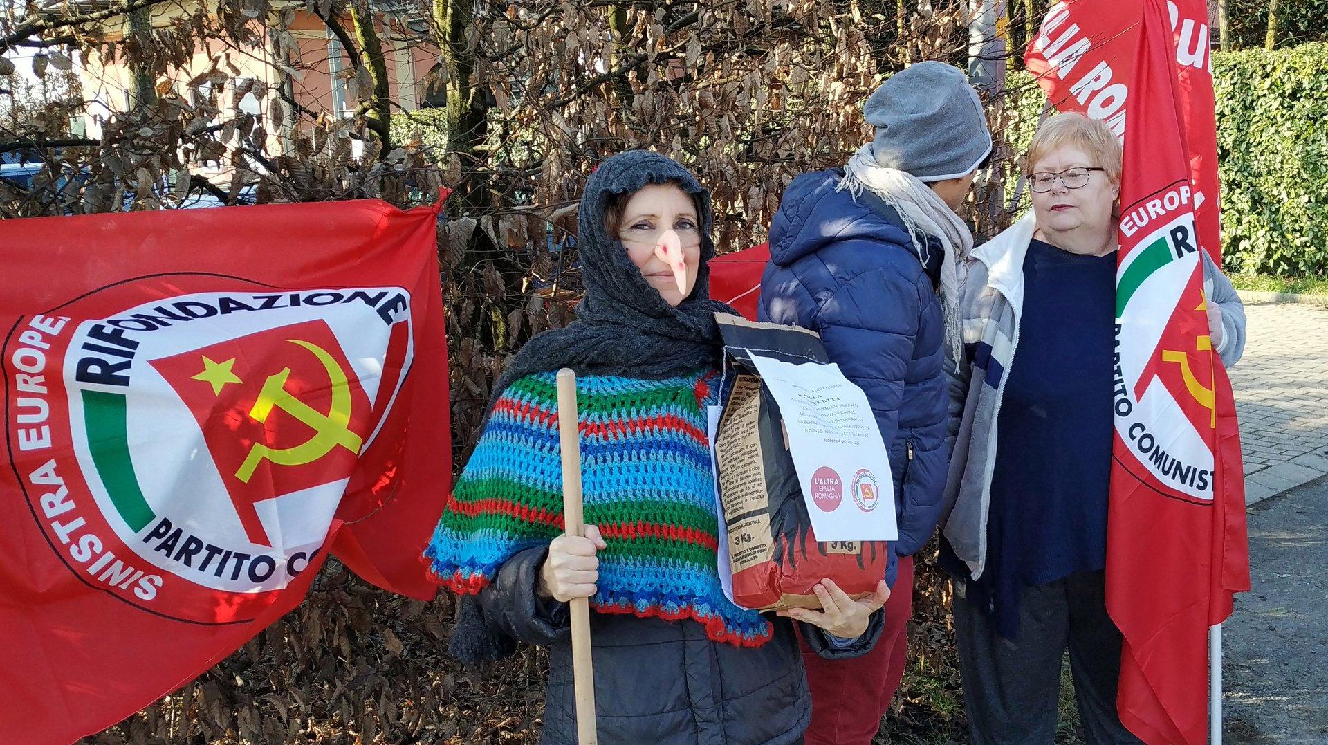La Befana Comunista ha portato i carbone a Villa Margherita