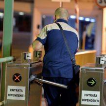 Fabbriche non essenziali aperte: la prefettura disponga controlli a tutela dei lavoratori