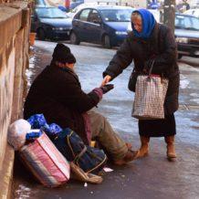 A Sassuolo reato di compassione e multe per chi fa l'elemosina